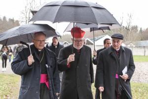 v. l. Erzbischof Hippolyte Simon, Reinhard Kardinal Marx und Bischof Dr. Felix Genn auf dem Weg zur Todesangst-Christi-Kapelle
