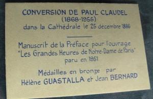Gedenkplakette für Paul Claudel in der Schatzkammer von Notre-Dame