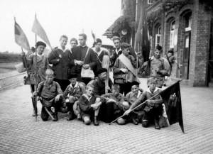 Die Jungkreuzbundgruppe St. Werner 1928 mit Walter Vinnenberg – Karl Leisner in der Mitte mit Gitarre