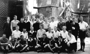 Pfingsten 1935 Treffen der Bezirksjungscharführerin Telgteobere Reihe v. l.: 7. Karl Leisneruntere Reihe v. i.: 4. Willi Leisner