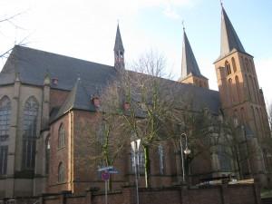 Kleve Fenster 5 Stiftskirche außen