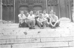 Die Gruppe auf der Freitreppe der Kathedrale in Brüssel