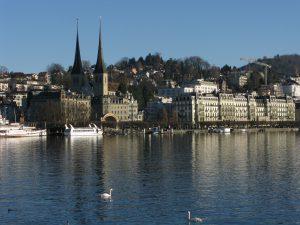0007 _Vierwaldstättersee und Hauptkirche von Luzern