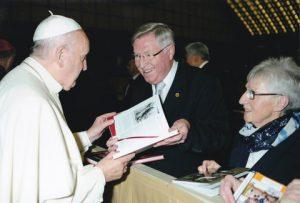 Bild 02 Audienz m. Papst Franziskus 13.1.2016