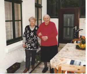 Hanna Büssemaker (rechts) mit Schwägerin